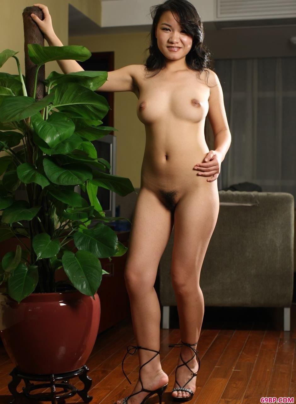 裸模刘云室内迷人身材