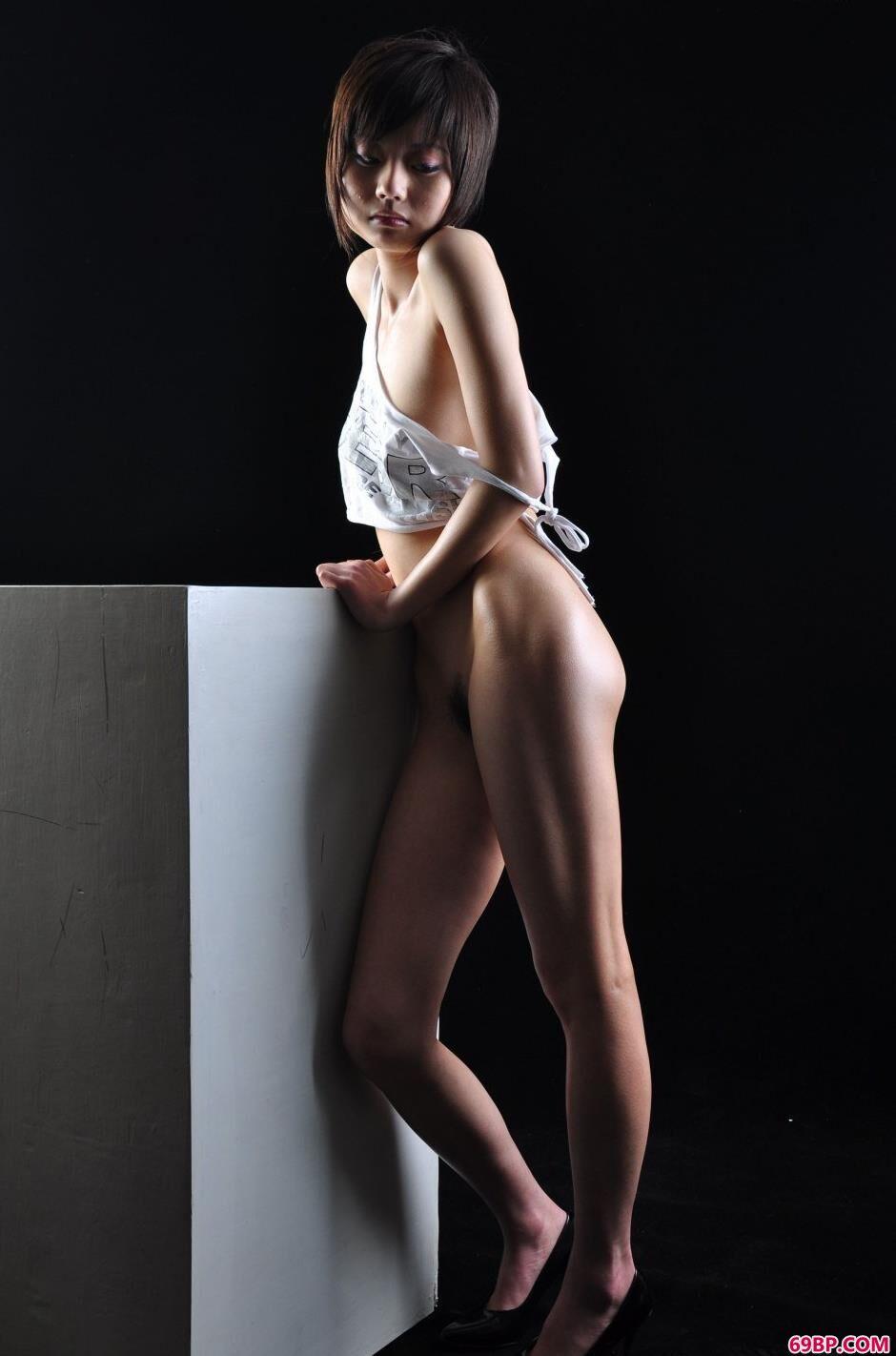 嫩模小西图片棚里的清纯人体