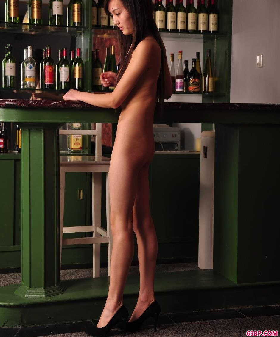超模明明吧台里的清纯美体1_好大好硬好湿满满的15P