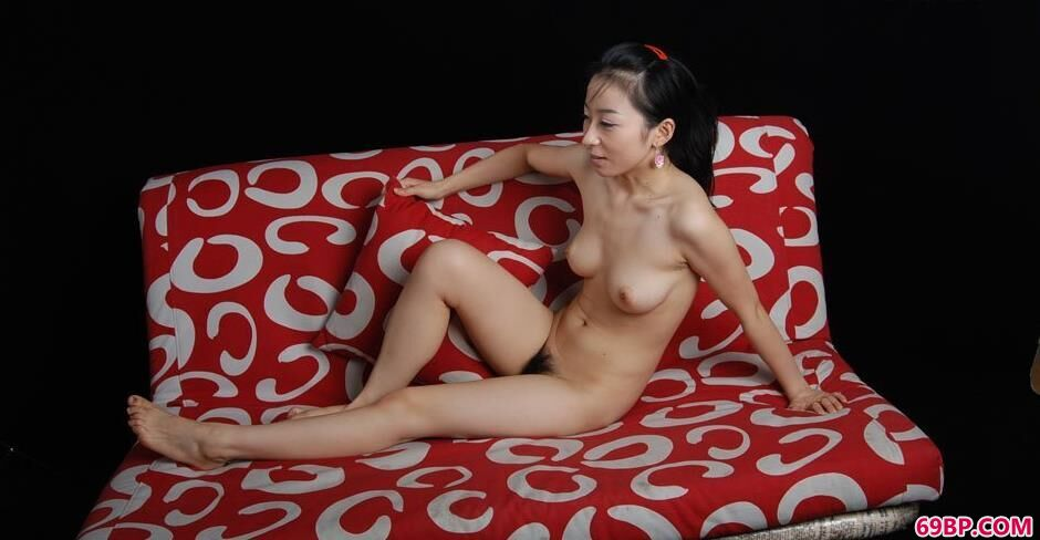 bobo舒芘花色沙发上的奔放人体