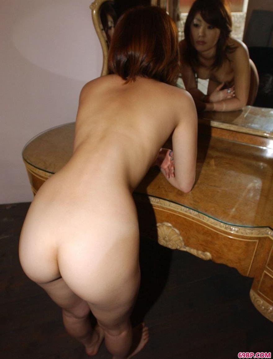 别墅里的日裔人体裸模2