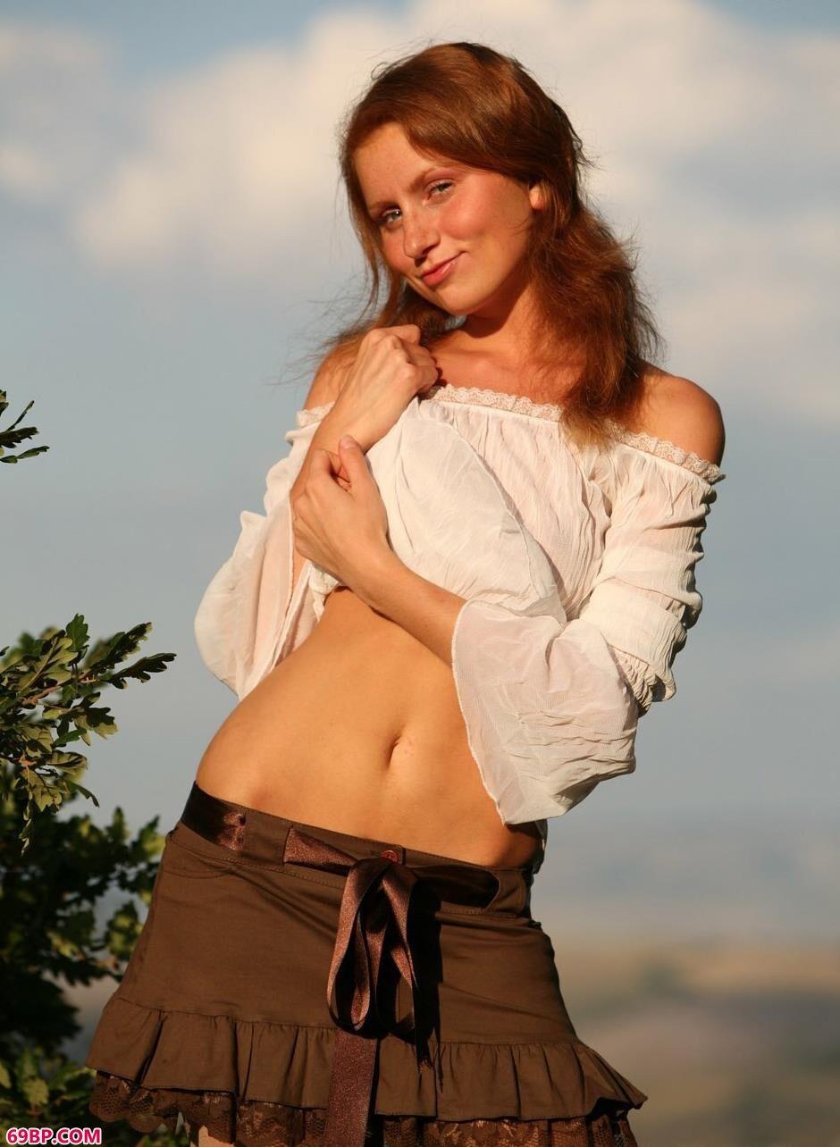 裸模DARCY树林里的勾人美体1_gogo高清人体女