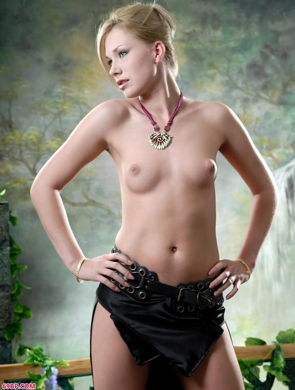 嫩模爱丽丝图片棚里的无圣光人体,gogo人体男女六九
