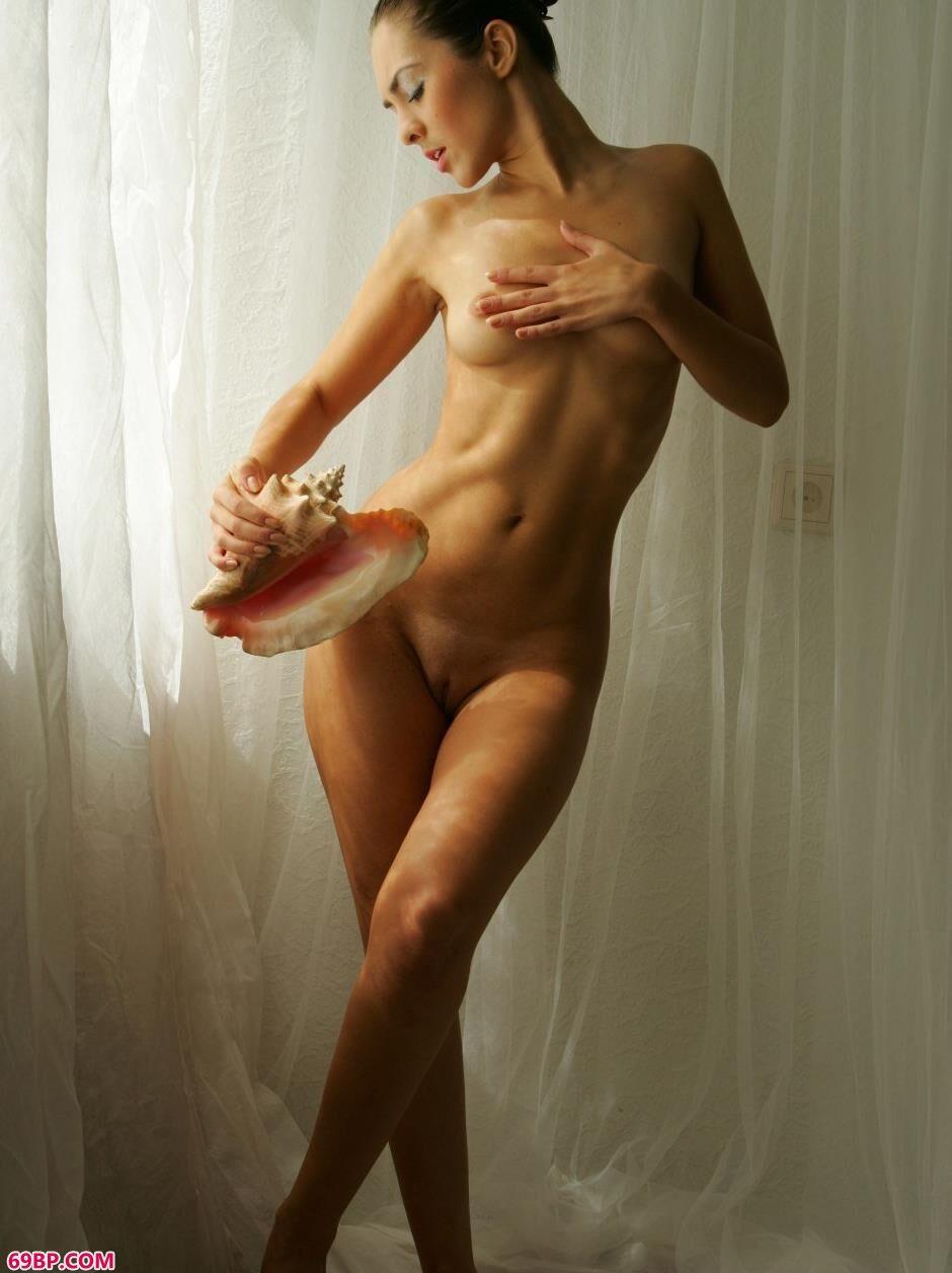 裸模奥尔加棚拍大尺度海螺人体1_肥婆大β