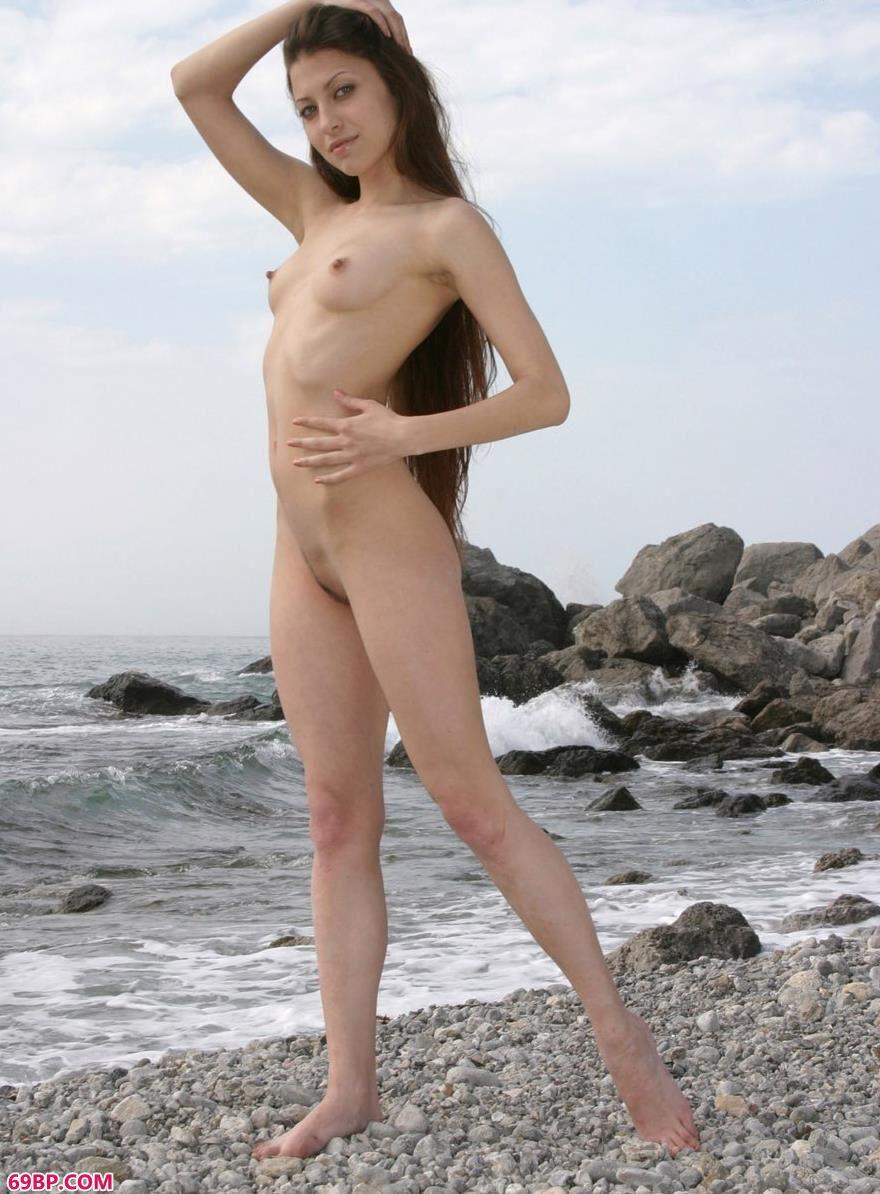 名模Athena海边石头上的妩媚人体