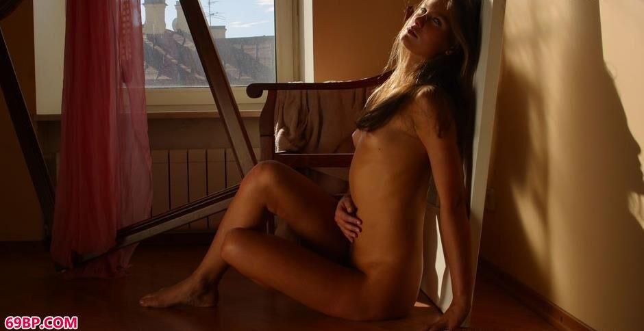窗台边的裸模CAPTIVA4_俄罗斯18牲交
