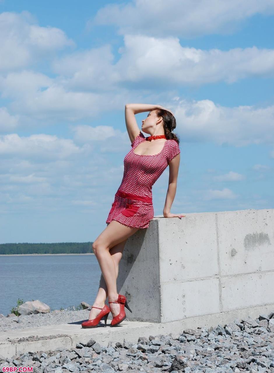 KATARINA在蓝天白云之下的海边人体1_国模嘟嘟150p搜索色