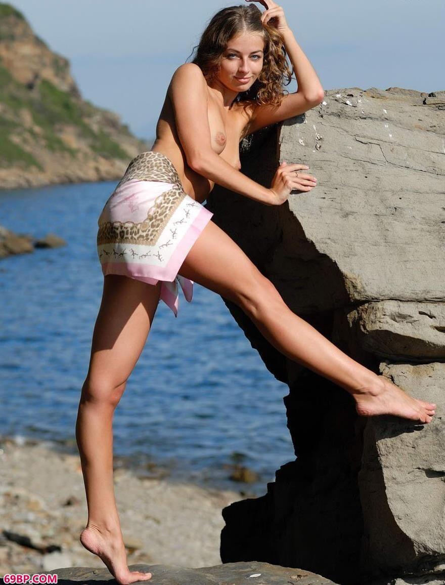 超模philomena在海边的风骚人体