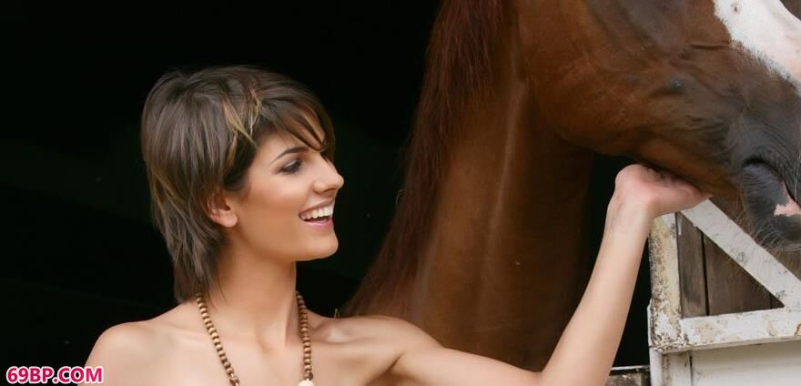 马背上的黛咪阿人体2
