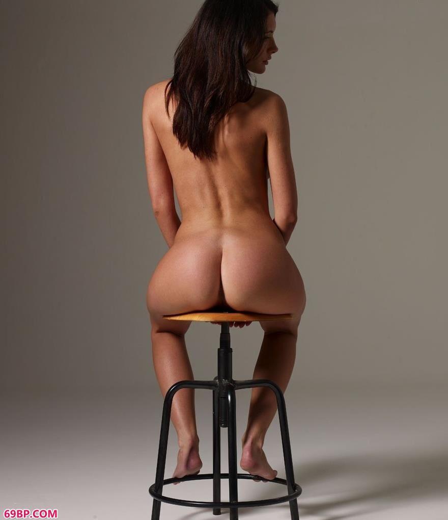 凳子上的国外人体艺术2