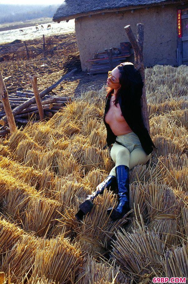 颜芮―《树林》3_乌克兰女神emily裸体网站