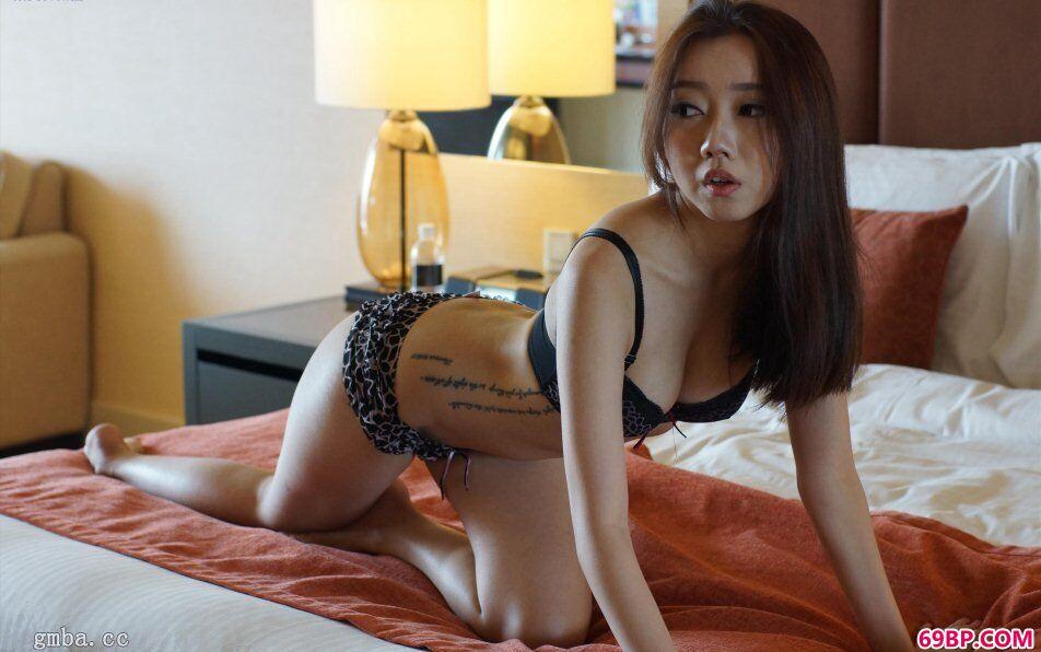 SG国模李洁西私拍娇嫩蜜汁鲜鲍鱼人体