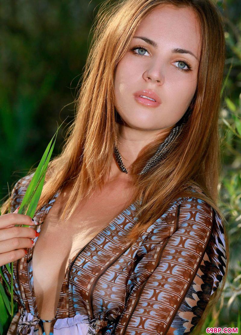 丛林之女Hailey