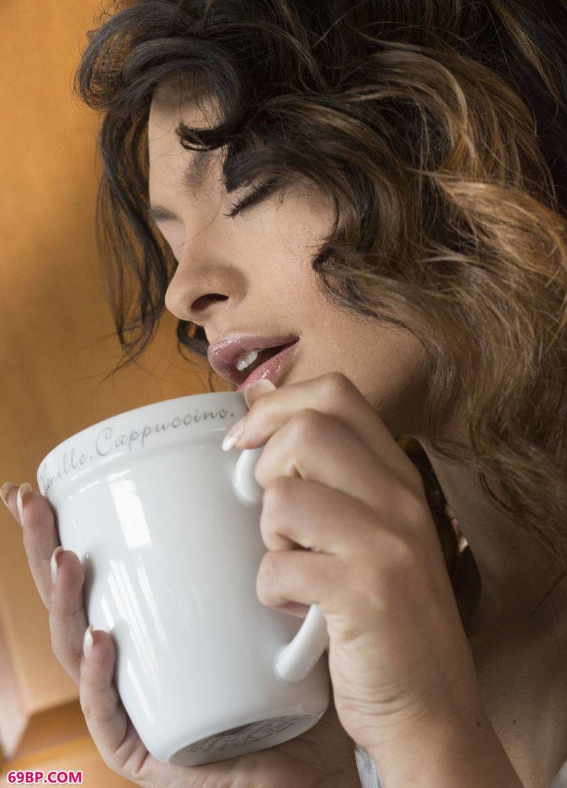 喝咖啡的女子SydneyWolf